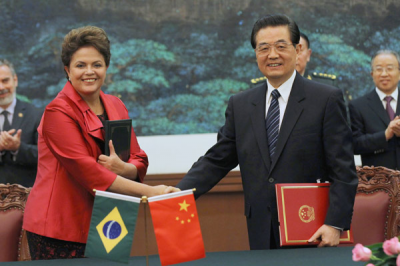 Brazil's Dilma Rousseff shakes hands with China's Hu Jintao