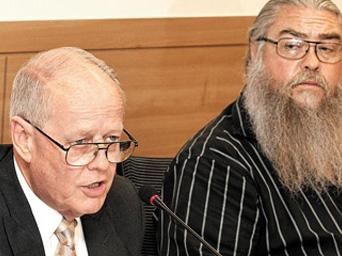 Phil Steward (left) and Steve House offer their testimony at a National Assembly hearing in Seoul on Monday on the use of Agent Orange at American military bases in Korea. Photo courtesy of Yonhap