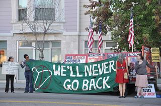 Competing abortion rallies in Valencia, CA. (Steve Rhodes / Flickr)