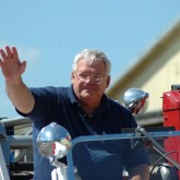 Dennis Hastert waving