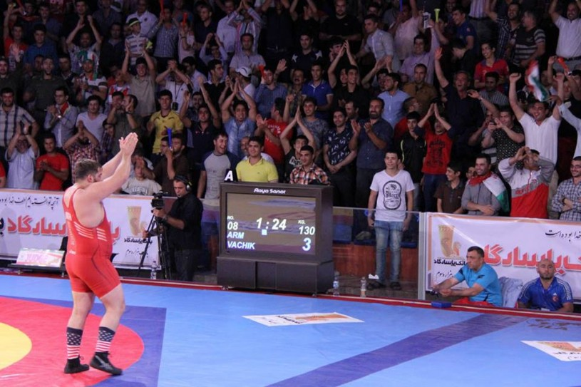 "Robert ""Robbie"" Smith interacting with the Iranian audience at the World Cup. (Image courtesy of the Koshti-Wrestling Facebook Page.("