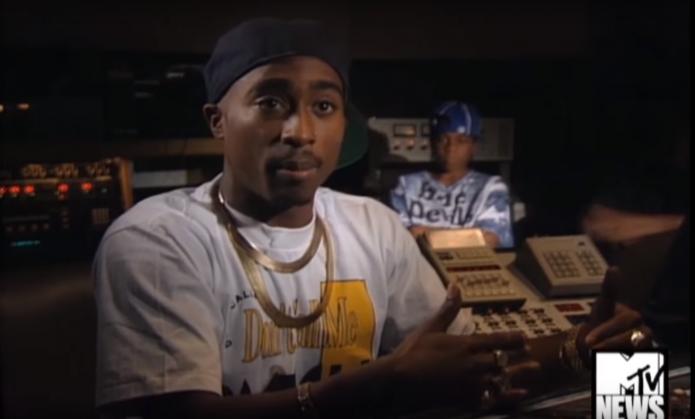 Výsledek obrázku pro Tupac MTV Christmas interview in studio 1992