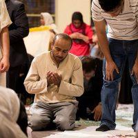 muslim-american-praying