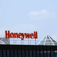 honeywell-sarah-anderson-ceo-pay