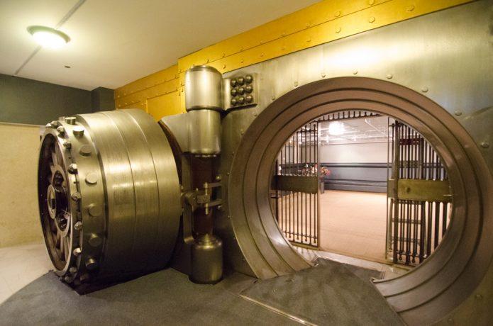 bank-vault-money